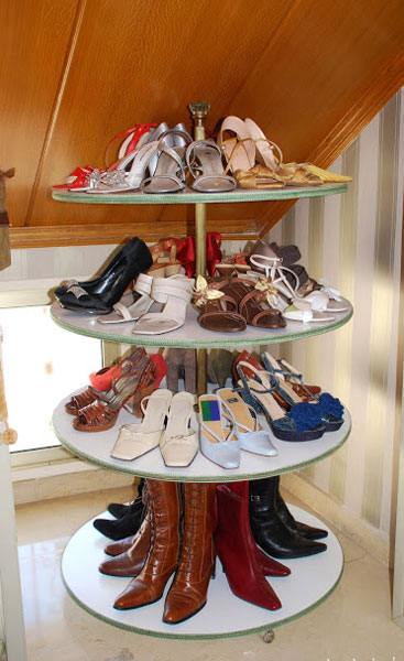 The rounded shoe rack will help to optimise the space too