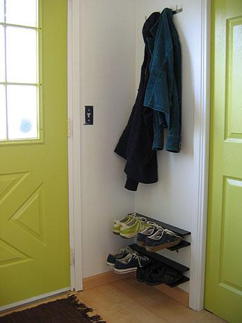 Hanging type of shoe rack